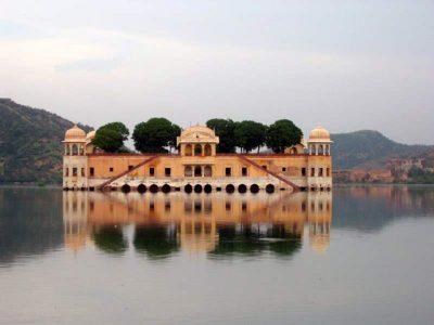 Το παλάτι στη λίμνη της Τζαϊπούρ, στην Ινδία.