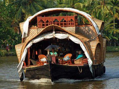 Βάρκα στα νερά της Κεράλα, στην Ινδία