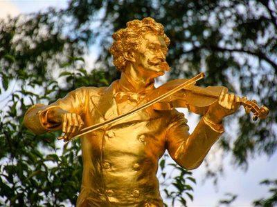Statue of violinist, Vienna, Austria